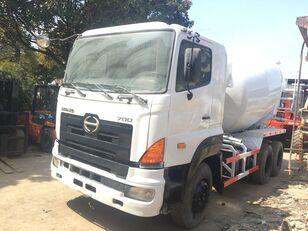 شاحنة خلط الخرسانة HINO 700