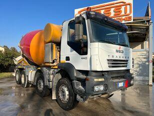شاحنة خلط الخرسانة IVECO Trakker 440